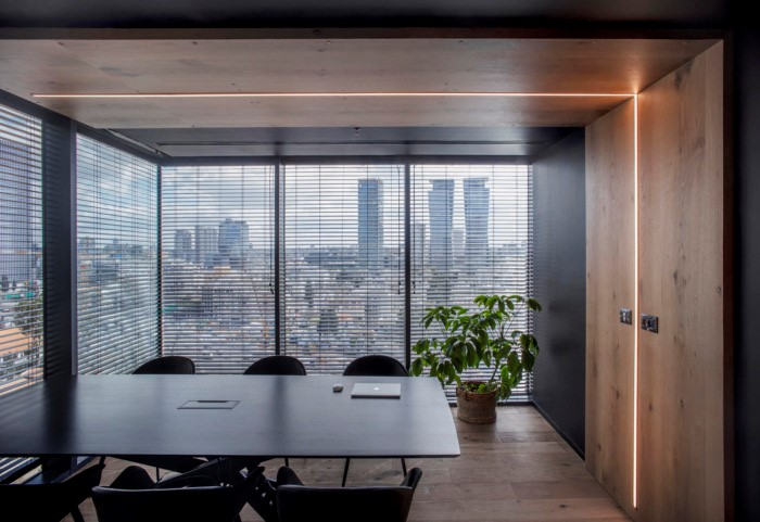 Accolade Boardroom with Linea Ceiling Feature